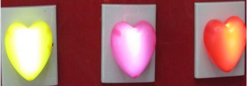 Ночник №СС-22 сердце пл. 3цв от розет. 220v (5,5*6,5*6)см в кор. (240)